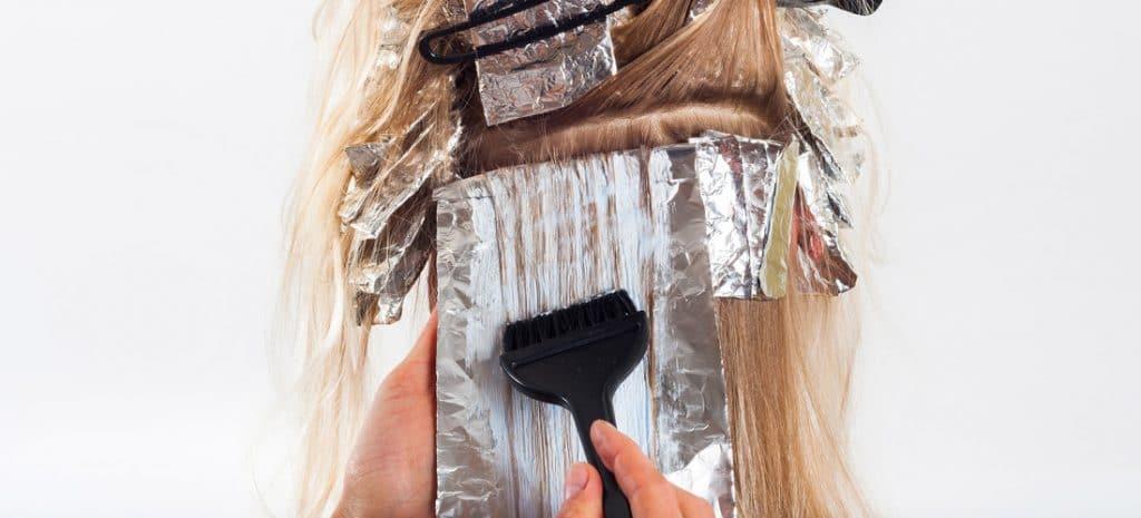 Verven van je haren kan je haren beschadigen