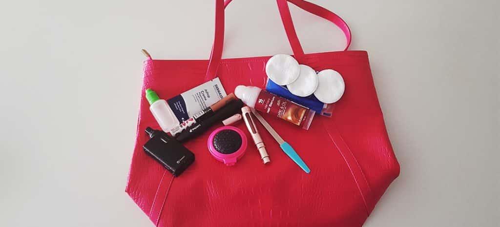 Foto met de dingen die ik sowieso in mijn tas moet hebben