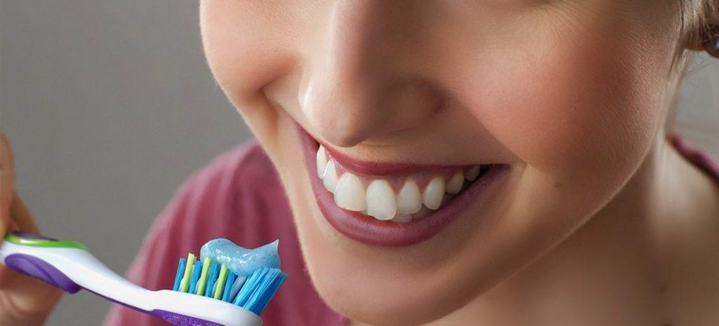 droge lippen poets je tanden zonder tandpasta